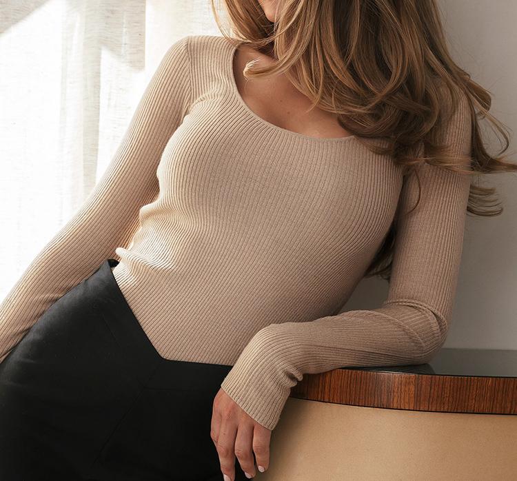 Tynd beige trøje i strik til kvinder
