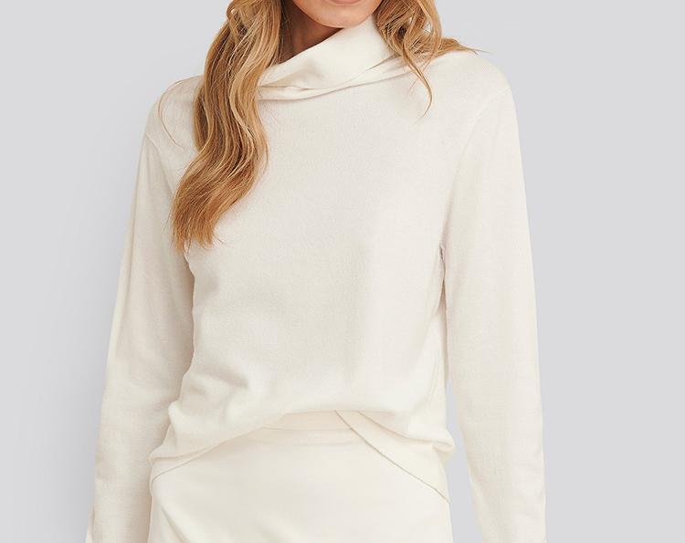 Tynd hvid rullekrave bluse i strik