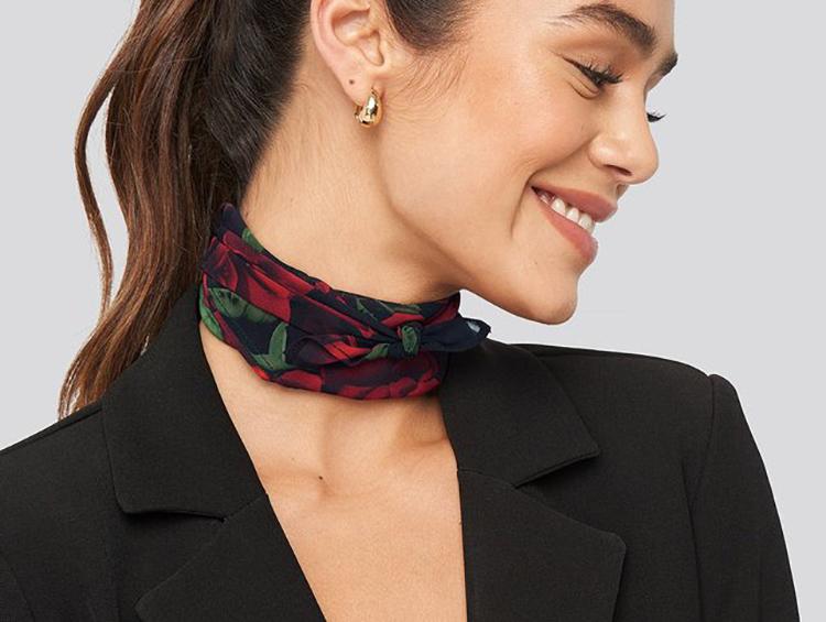 Tyndt tørklæde med rosenprint til kvinder