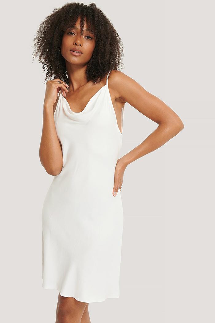 Blød natkjole i lækkert råhvidt stof