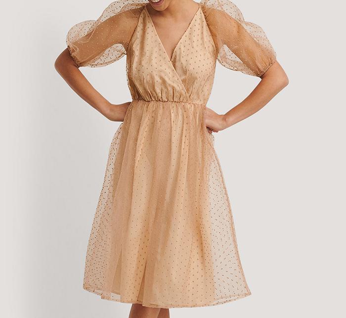 Flot kjole med tyl og polkaprikker