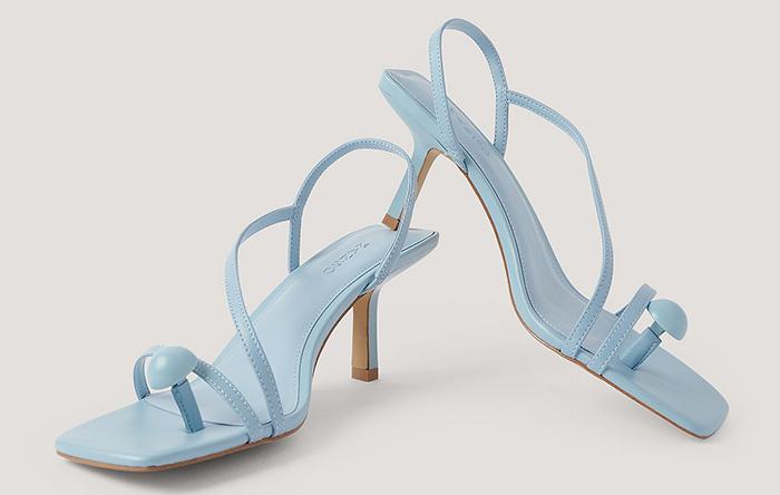 Flotte babyblå sandaler med lille hæl