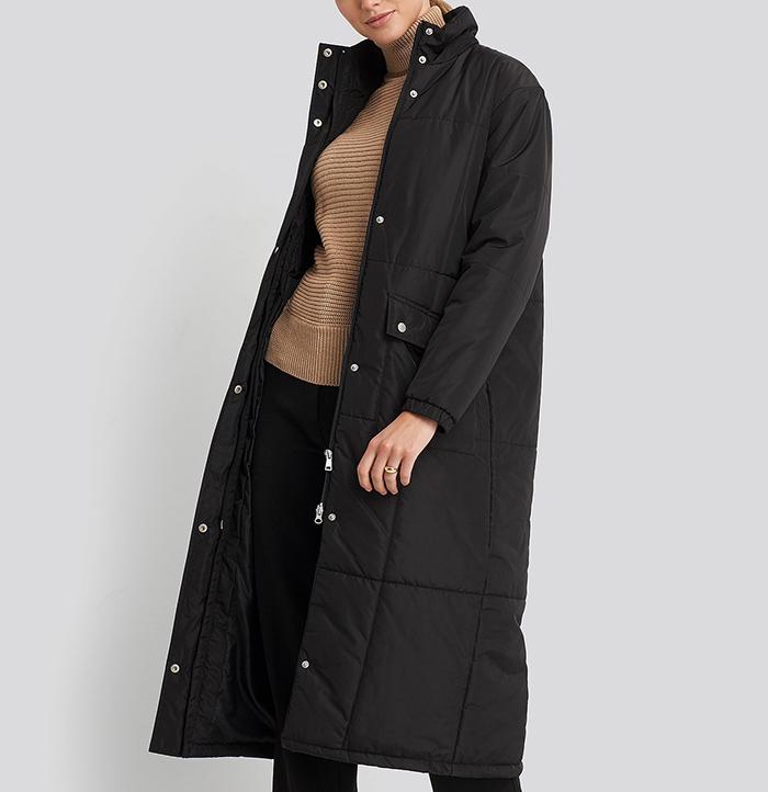 Lang sort dunjakke i slick design