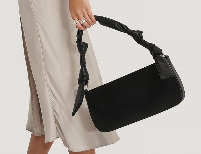 Lille sort baguette taske med fine sløjfer