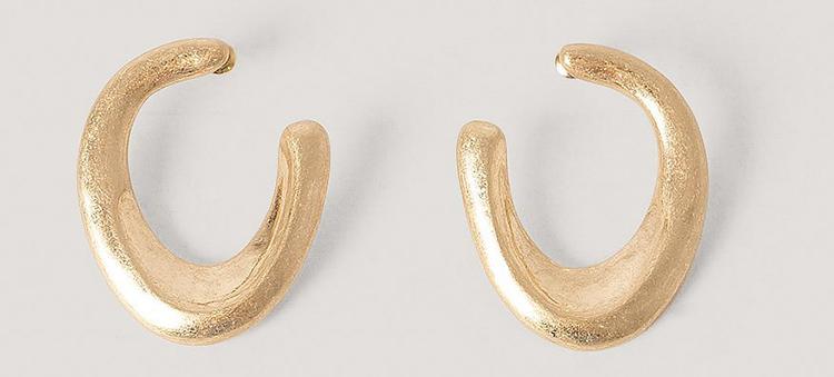 Smukke kunstneriske øreringe i guld