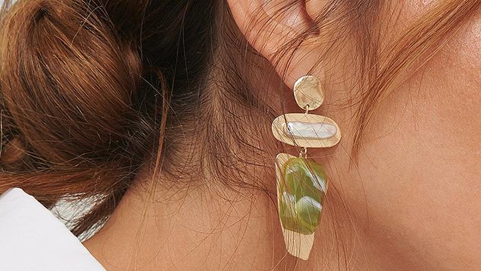 Smykke guldbelagte øreringe med flotte sten
