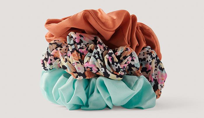 Farverige scrunchies