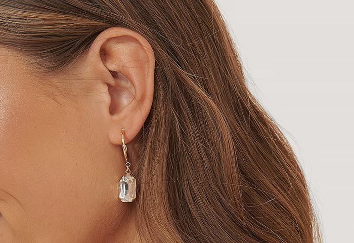Funklende øreringe med diamant vedhæng