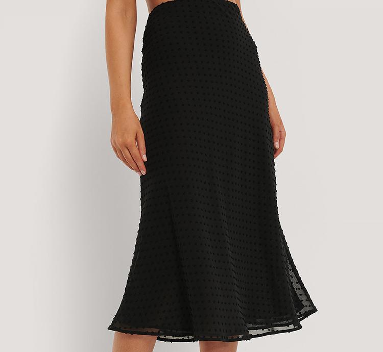 Knælang nederdel med fine broderet prikker