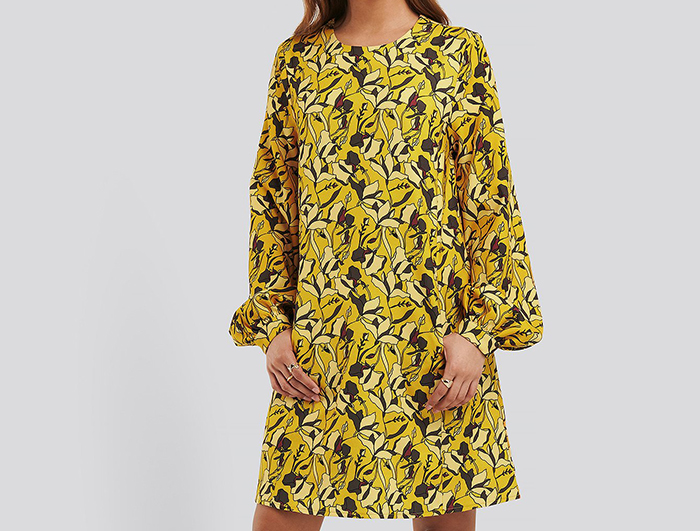 Kort 60'er inspireret kjole med lange ærmer