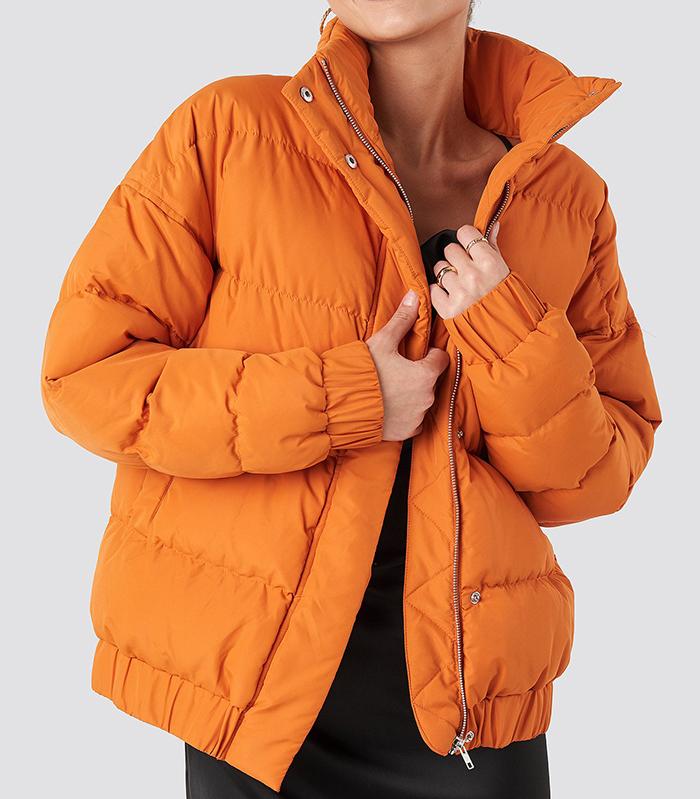 Orange dunjakke med lynlås og knappe