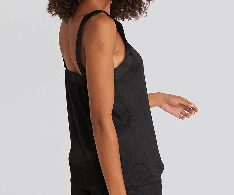 Smuk løs silketop med brede stroppe