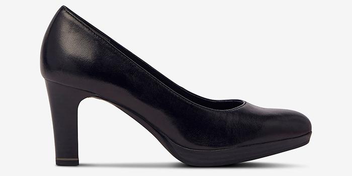 Sort højhælet sko med bred hæl
