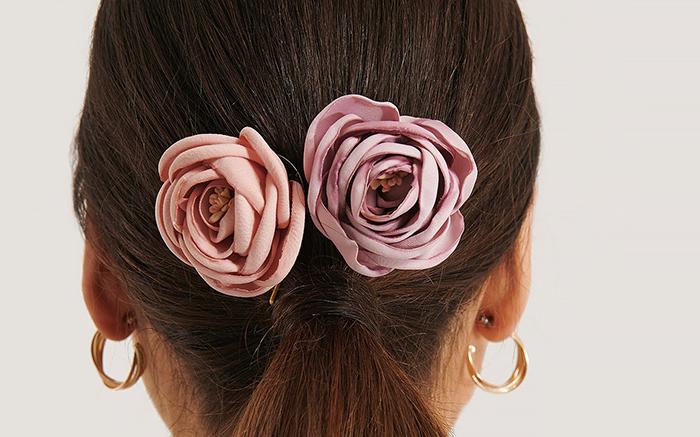 yndige blomsterspænder til håret