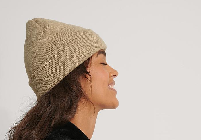 Beige hue i tynd strik til kvinder