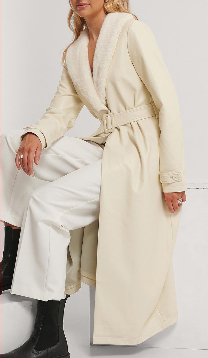 Elegant vinterfrakke med pelskrave
