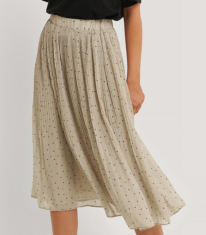Feminin plisseret nederdel med yndige prikker