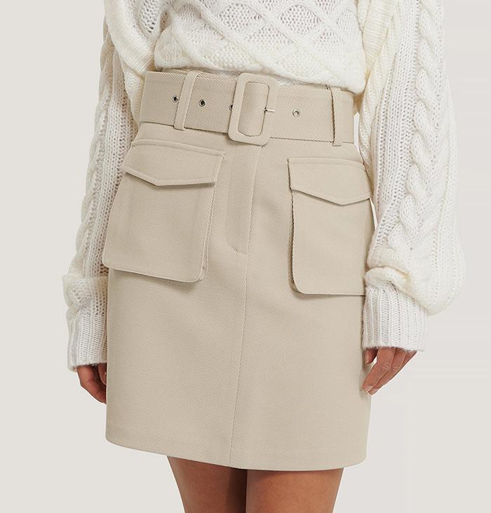 Flot kort nederdel med brede udvendige lommer