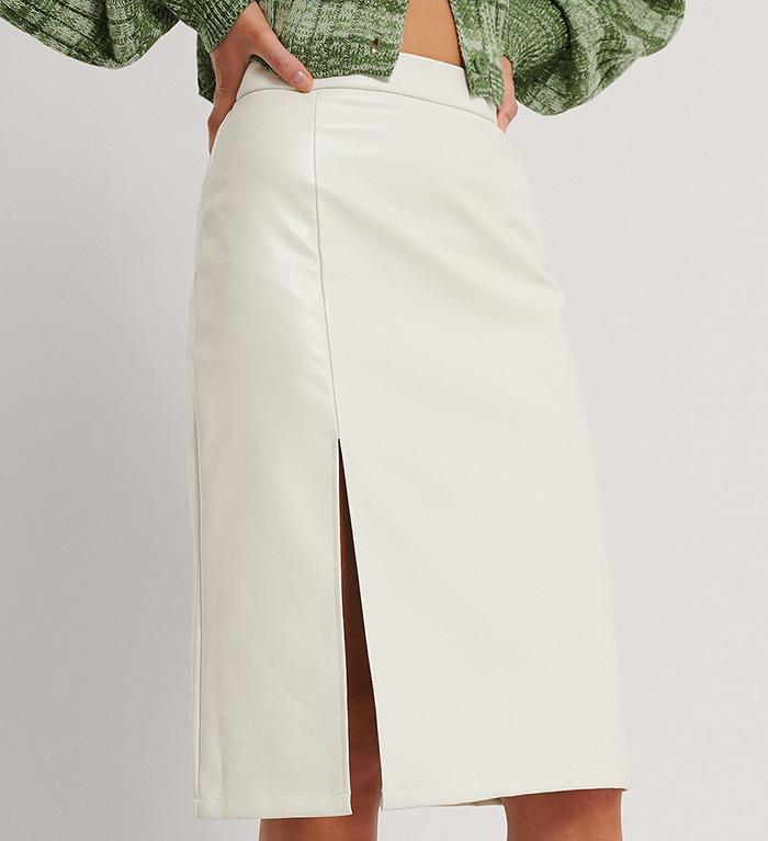 Flot og lys midi nederdel i pu læder