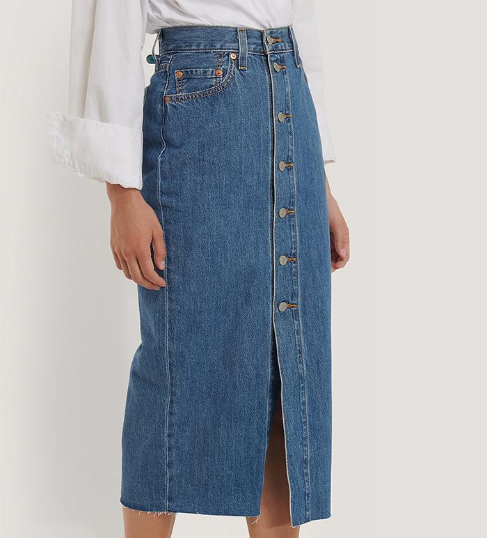 Lang blå denim nederdel med slids og knapper