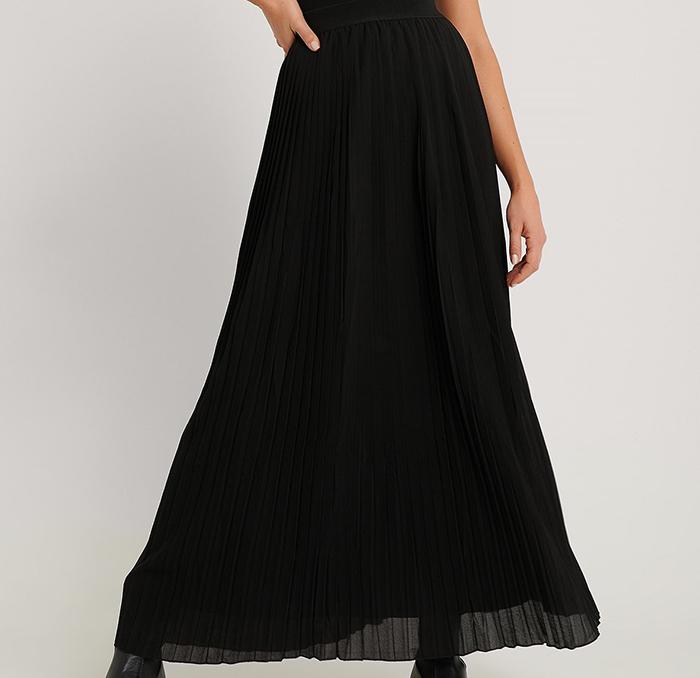 Lang plisseret nederdel i sort