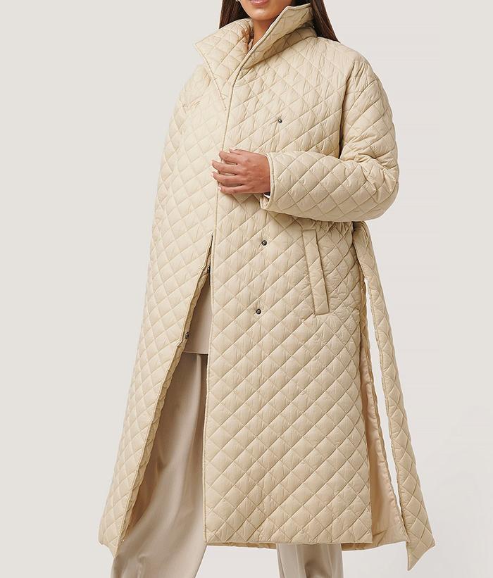 Skøn kvitet vinterfrakke til damer med en klassisk stil