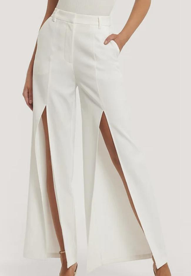 Anderledes hvide bukser med høj slids