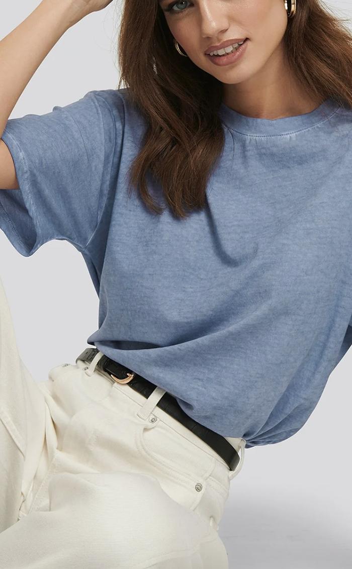 Behagelig t-shirt i udvasket blå tone