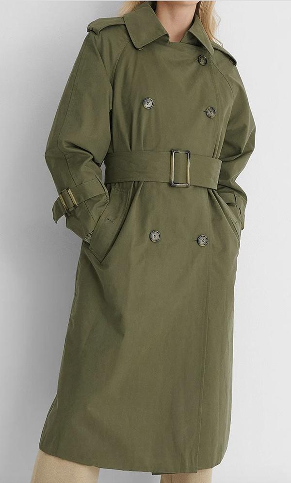 Elegant armygrøn trenchcoat med bredt taljebælte