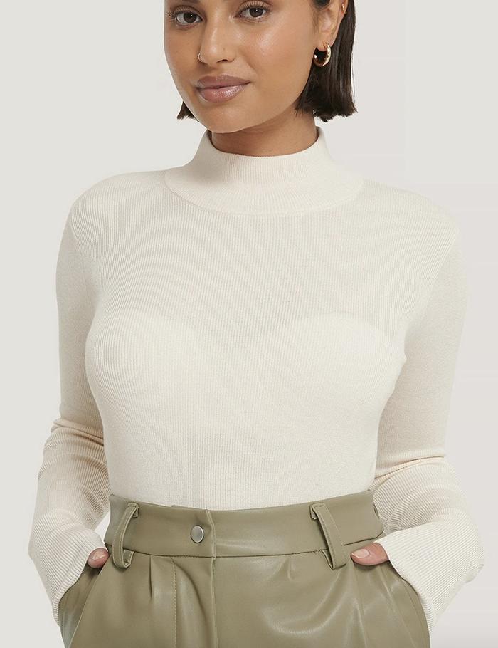 Flot hvid trøje i tynd strik