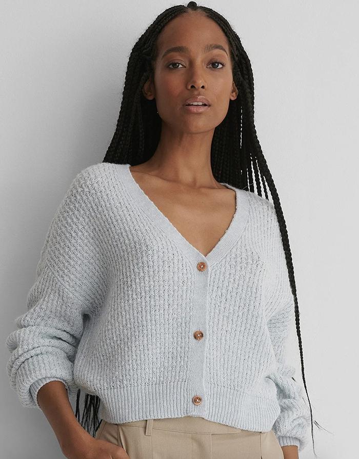 Flot lyseblå trøje med yndige knapper