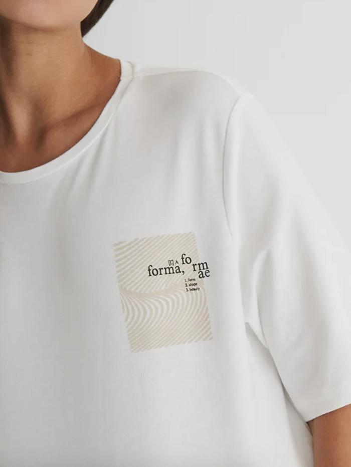 Hvid t-shirt med cool print til damer