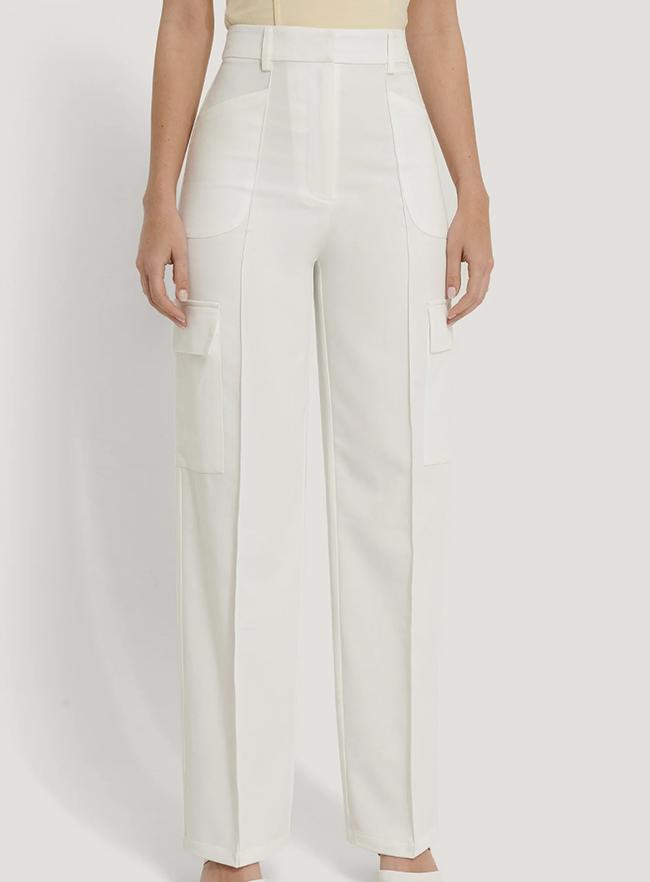Hvide bukser med brede udvendige lommer