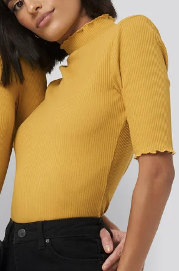 Smuk gul t-shirt til damer