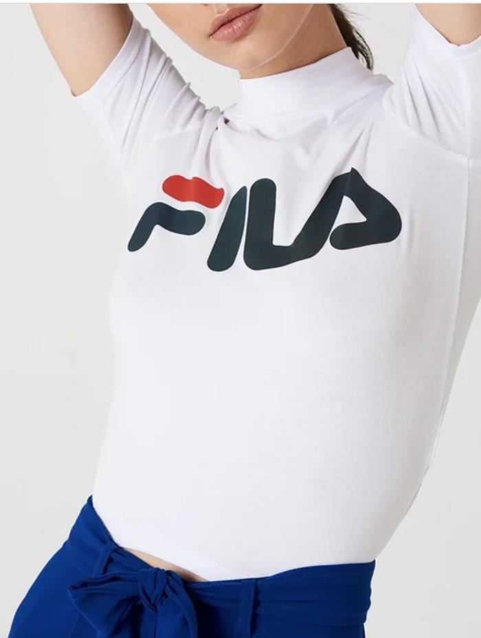 Sporty tætsiddende t-shirt fra Fila