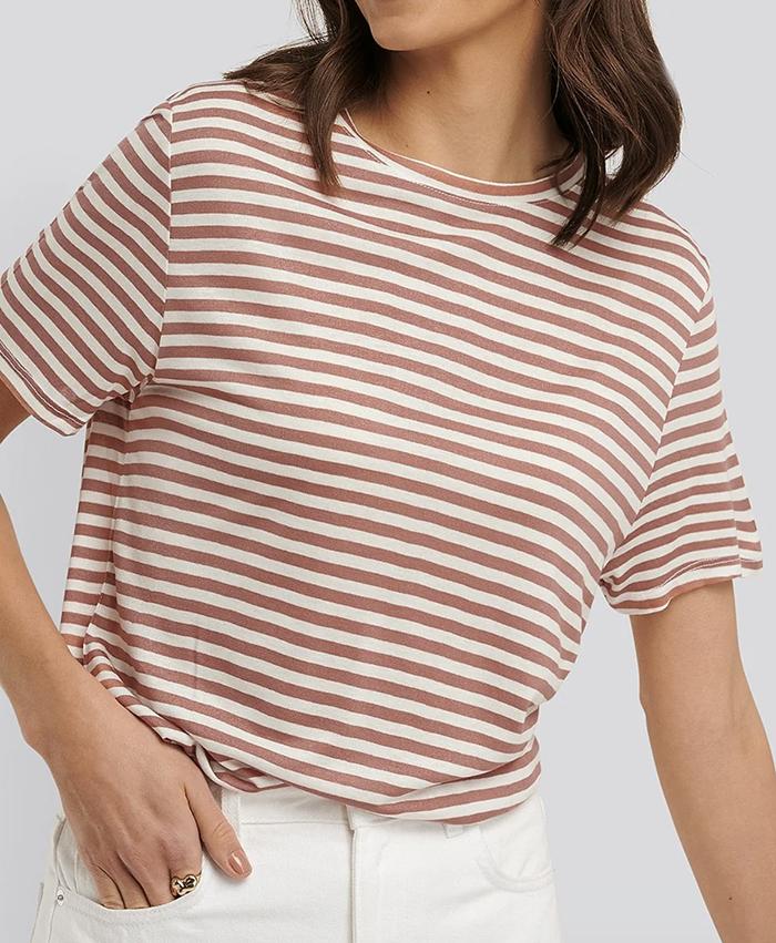 Stribet t-shirt i støvet lyserød og hvid