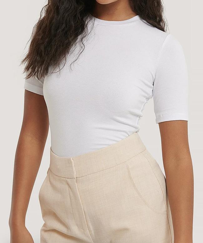 Tætsiddende hvid t-shirt til damer