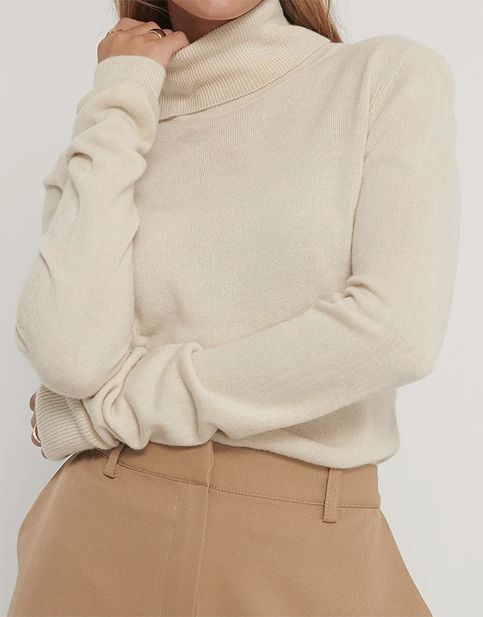 Tynd højhalset trøje i lækkert design
