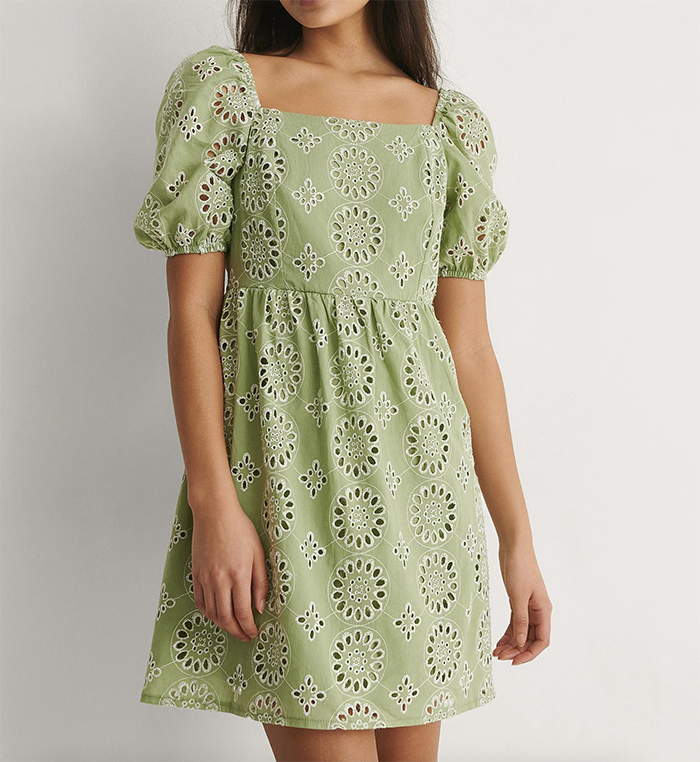 Flot grøn kjole med firkantet udskæring