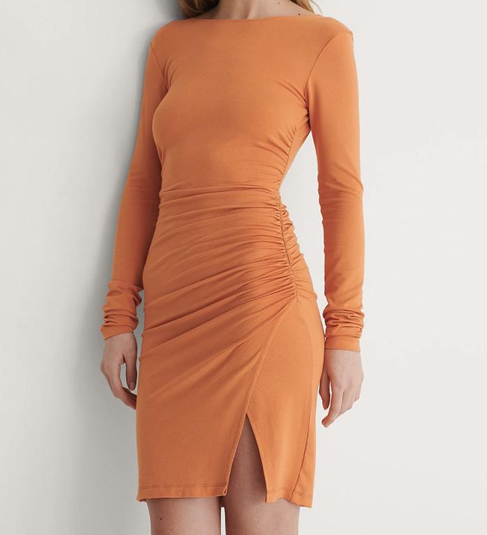 Flot langærmet kjole med åben ryg