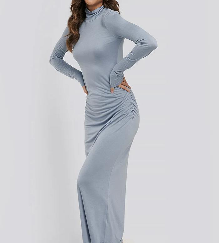 Flot lyseblå maxikjole med lange ærmer