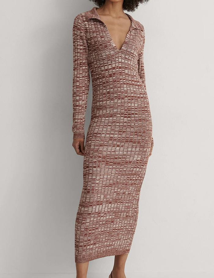Lækker ribbet Midi kjole med lange ærmer og krave