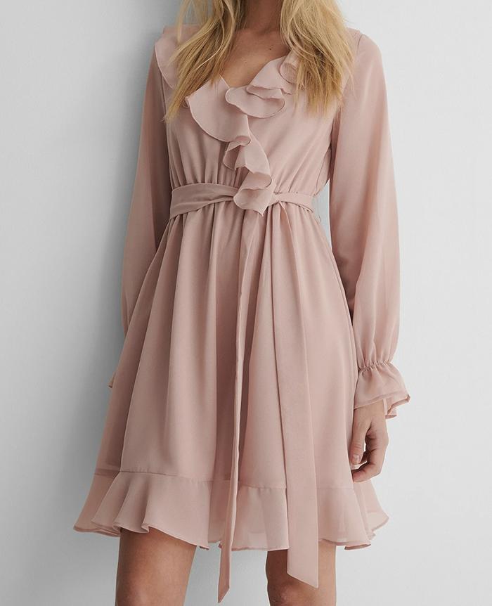 Sød lyserød kjole i tynd stof