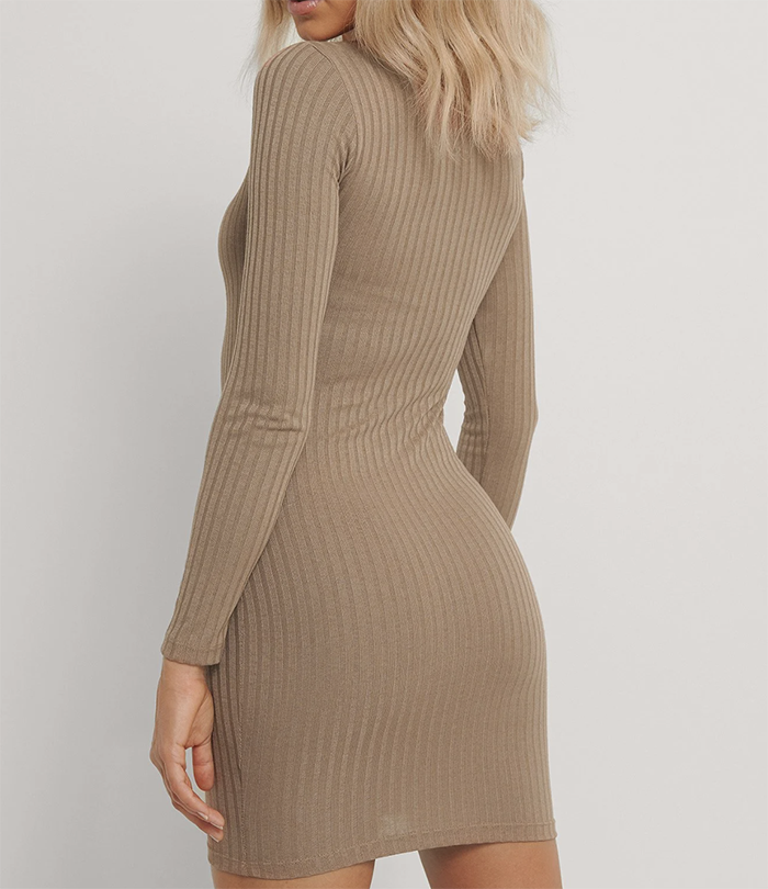 Tætsiddende langærmet kjole med lodret rib