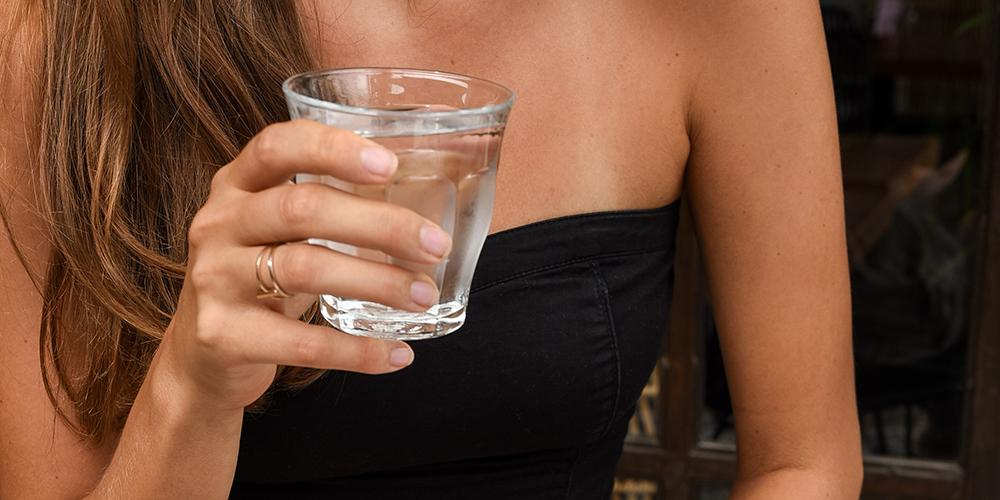 drik vand TØRT HÅR