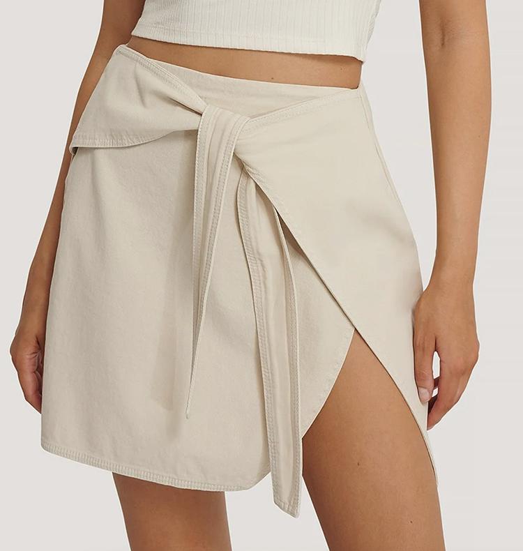 Fantastik kort nederdel i sommerligt design