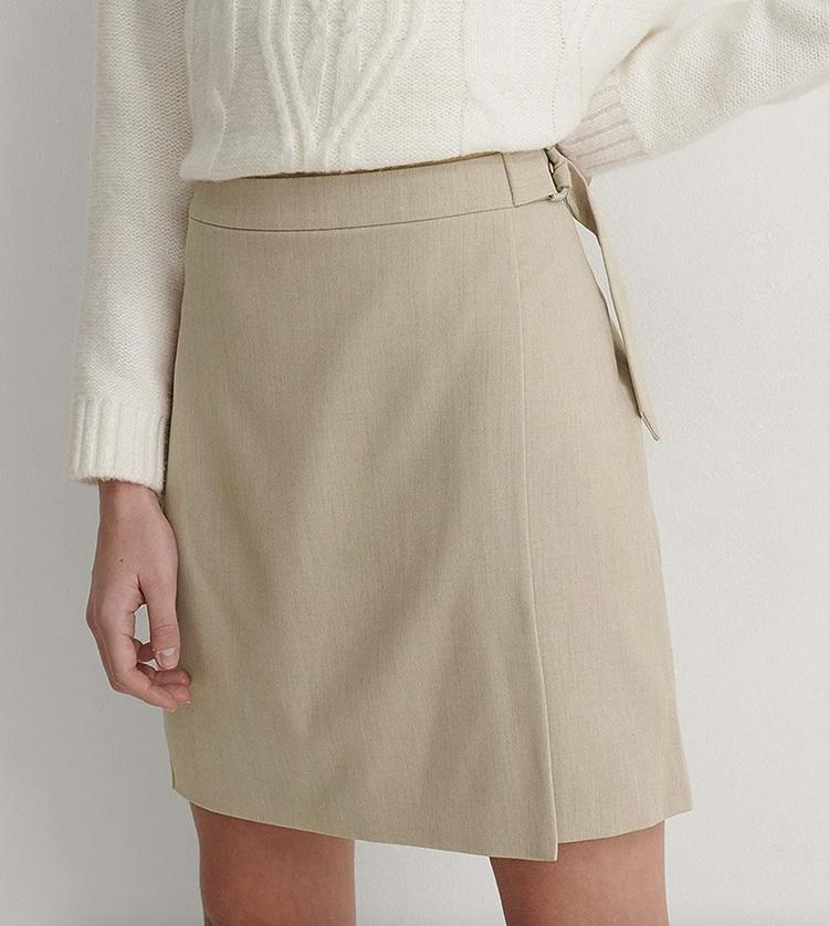 Kort slå om nederdel i stilrent design