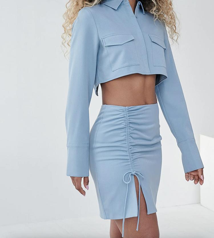 Smuk nederdel med snøre og slids