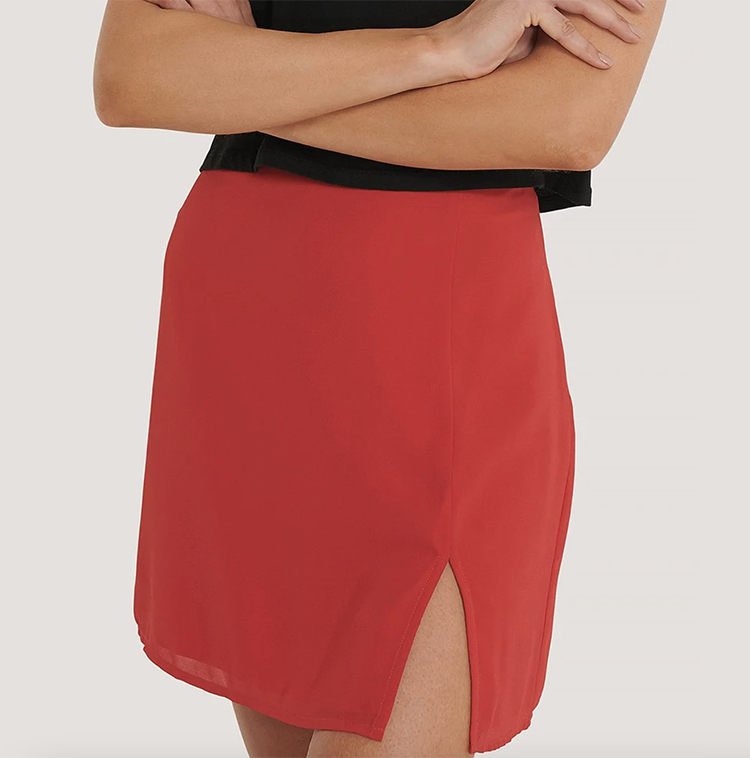 Sød 90'er nederdel med lille slis
