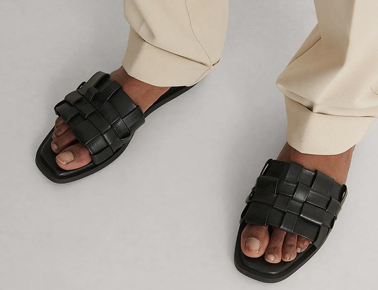 Lækre flade sandaler i flettet læder